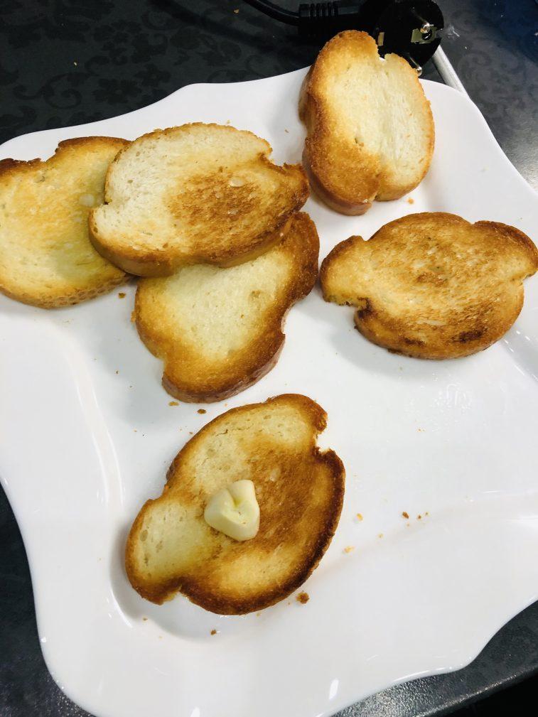 Фото рецепта - Бутерброды со шпротами - шаг 4