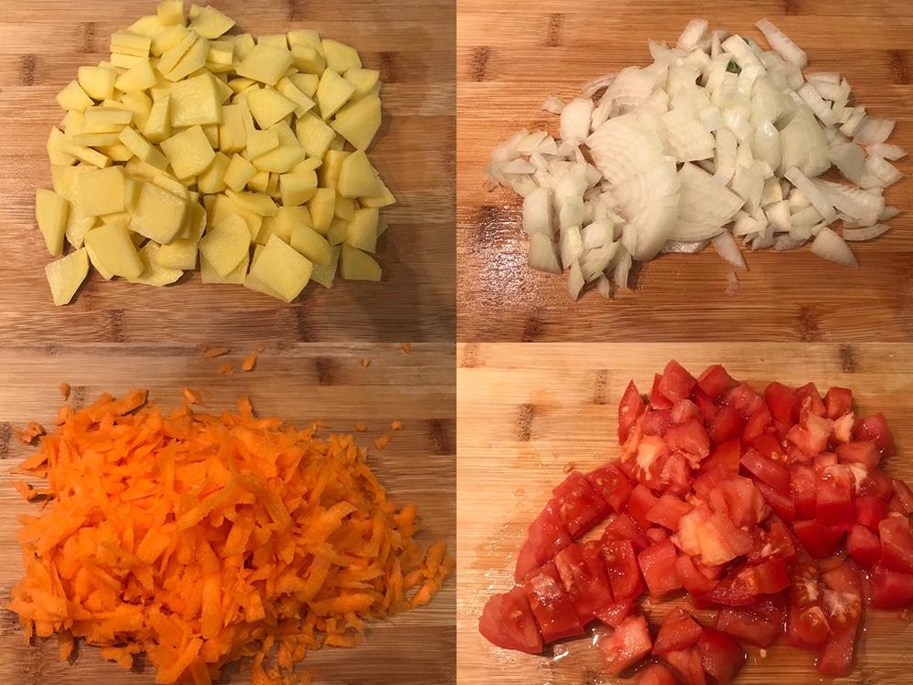 Фото рецепта - Острый говяжий суп с томатами и рисом - шаг 3