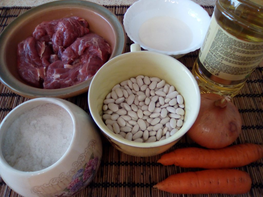 Фото рецепта - Красная фасоль с мясом, запеченная в горшочке - шаг 1