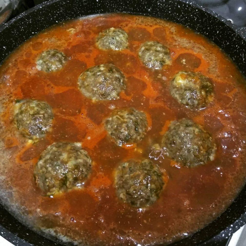 Фото рецепта - Натуральные фрикадельки в томатном соусе - шаг 3