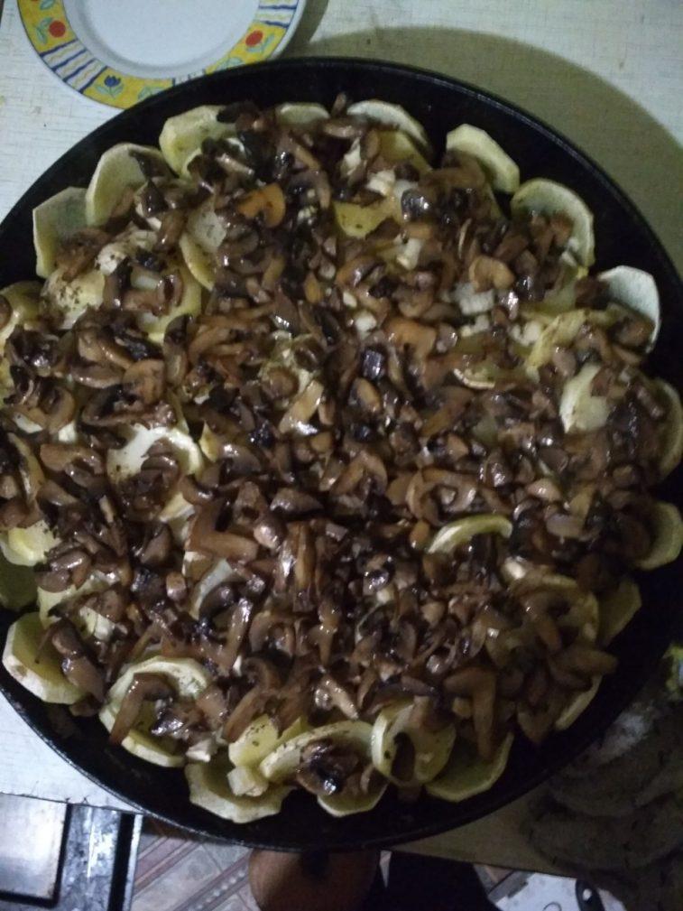 Фото рецепта - Запеченная картошка с грибами - шаг 6