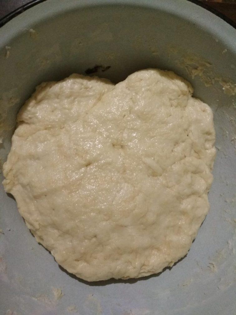 Фото рецепта - Рогалики из дрожжевого теста с сосисками - шаг 1