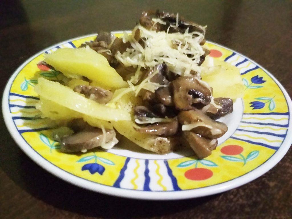 Фото рецепта - Запеченная картошка с грибами - шаг 9