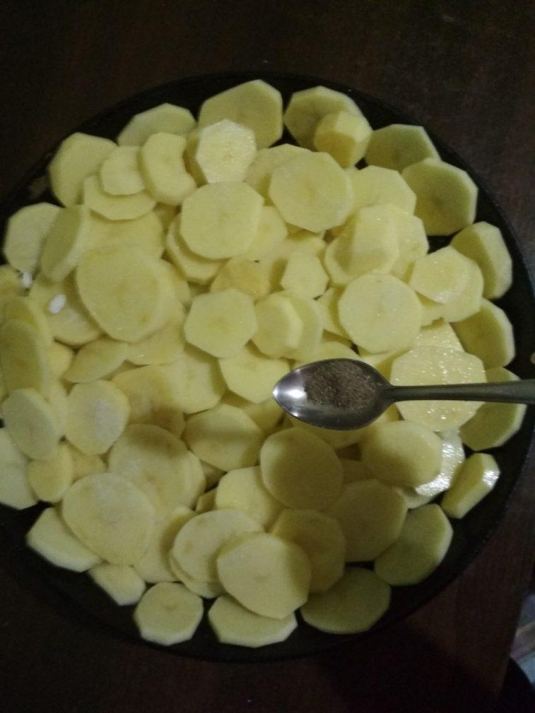 Фото рецепта - Запеченная картошка с грибами - шаг 3