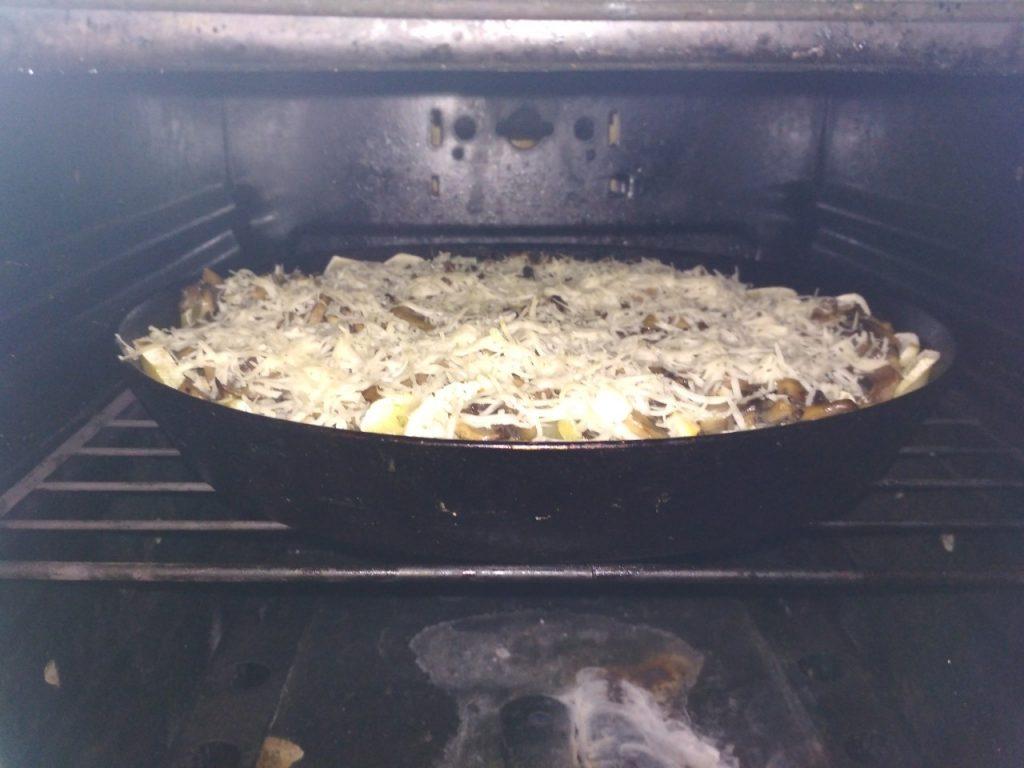 Фото рецепта - Запеченная картошка с грибами - шаг 8