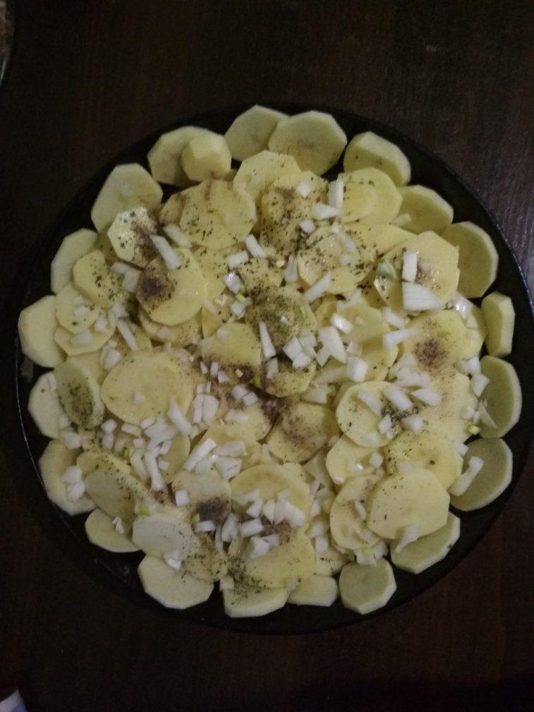 Фото рецепта - Запеченная картошка с грибами - шаг 4