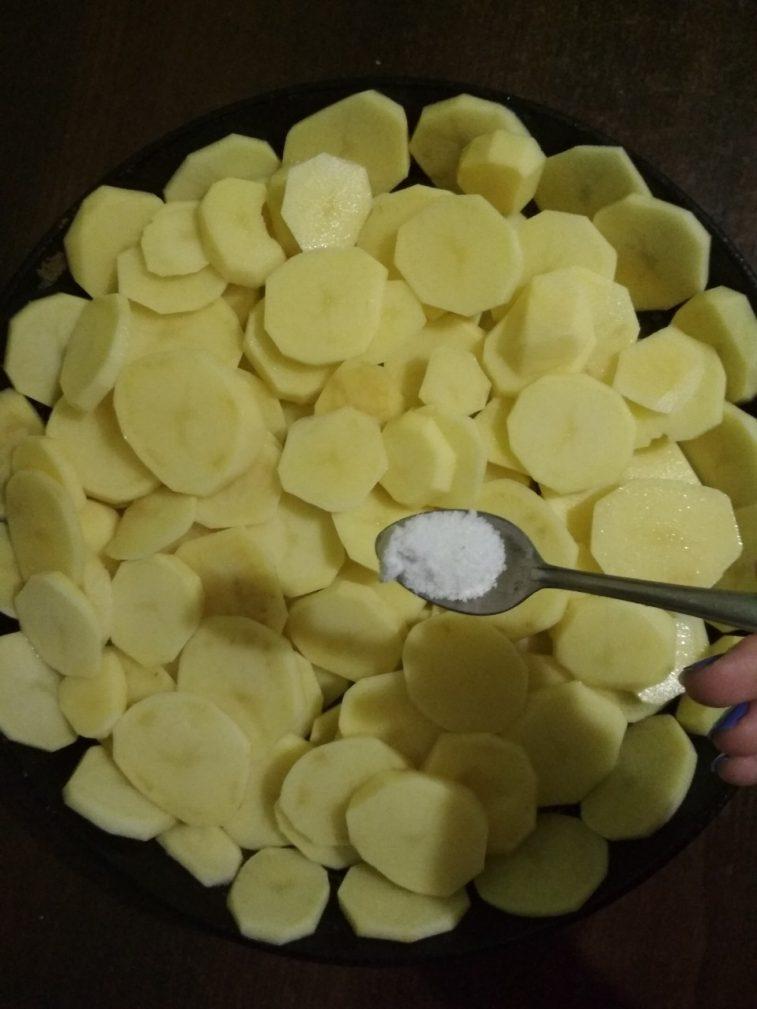 Фото рецепта - Запеченная картошка с грибами - шаг 2