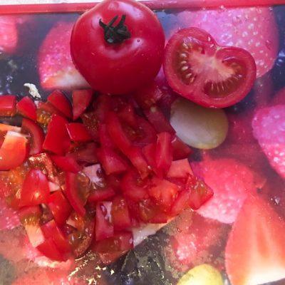 Фото рецепта - Греческий салат из пекинской капусты с куриной грудкой - шаг 3