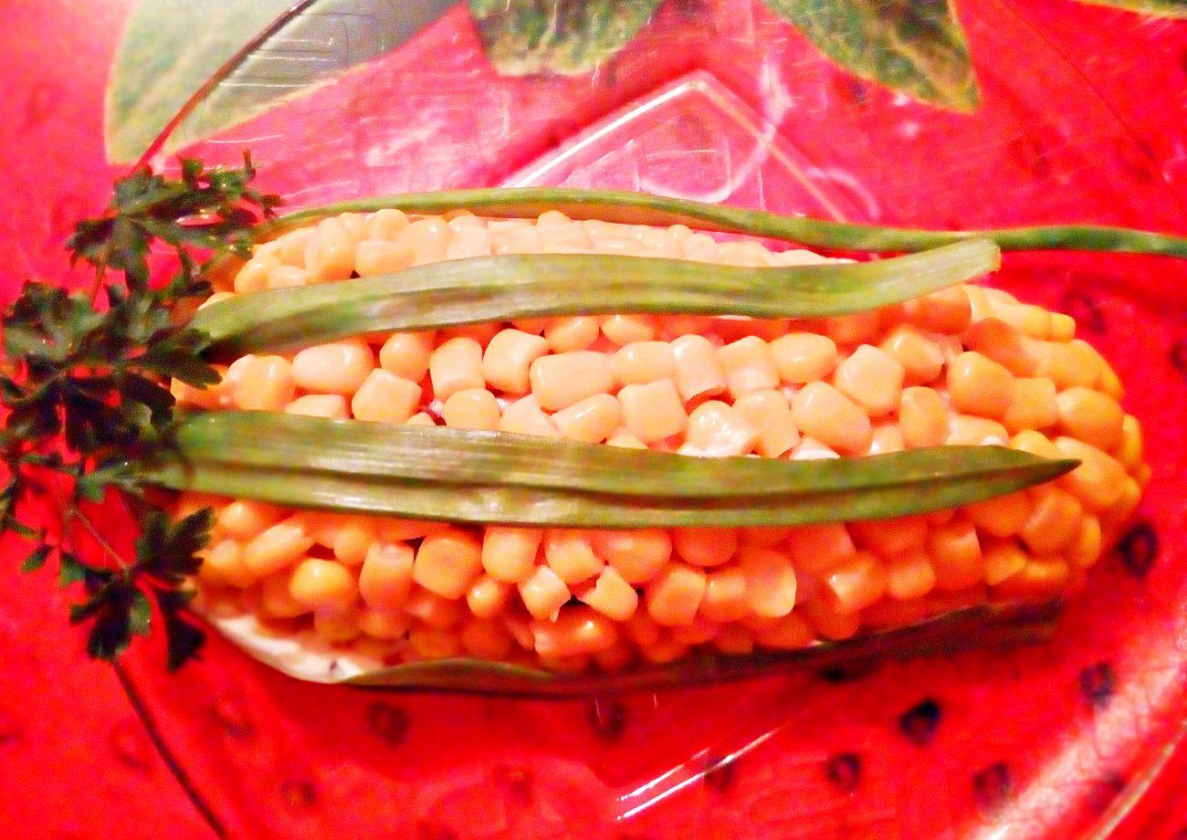 "Салат ""Початок кукурузы"" с черносливом и яйцами"
