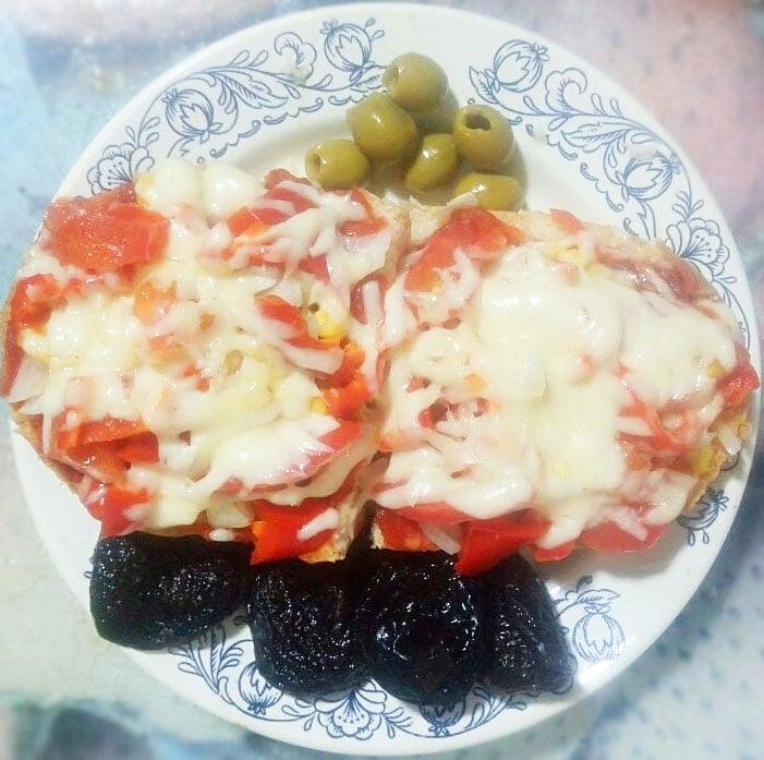 Вегетарианские бутерброды с перцем и томатом