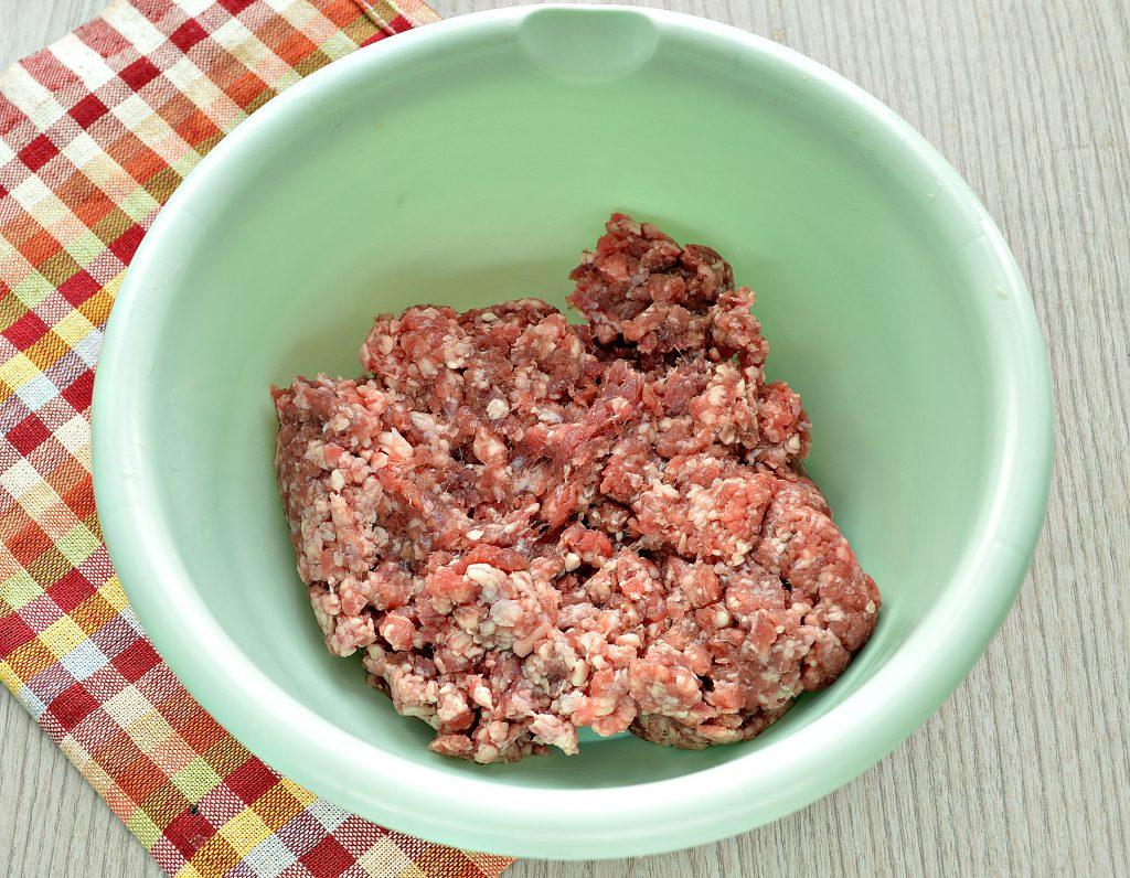 Фото рецепта - Говяжьи котлеты с картофелем - шаг 1