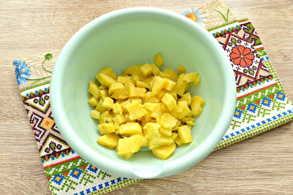 Фото рецепта - Овощной салат с маринованными опятами - шаг 1