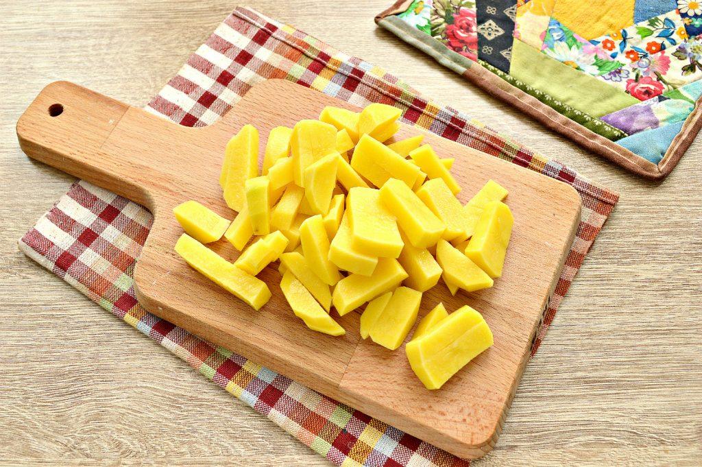 Фото рецепта - Жареный картофель с маринованными грибами - шаг 1