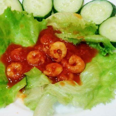Креветки в томатном соусе с чесноком - рецепт с фото