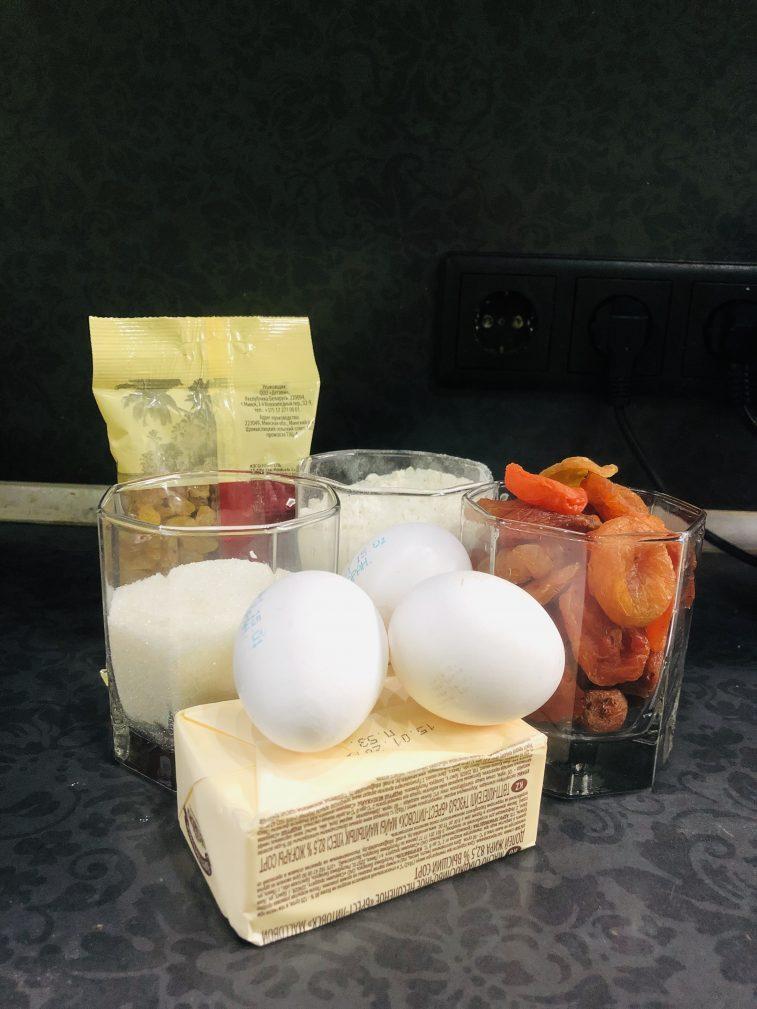 Фото рецепта - Кекс с курагой и изюмом - шаг 1