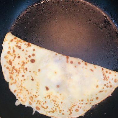 Фото рецепта - Блинчики на молоке, с сыром и ветчиной - шаг 5