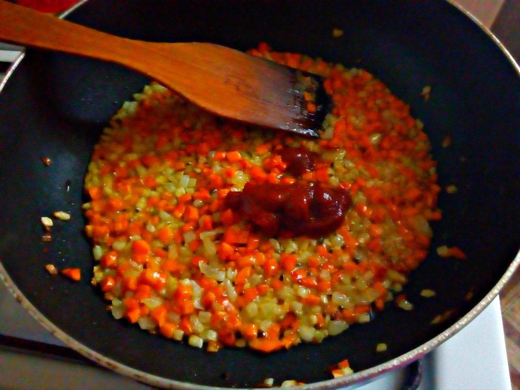 Фото рецепта - Пшеничная каша в сковороде (гарнир) - шаг 5