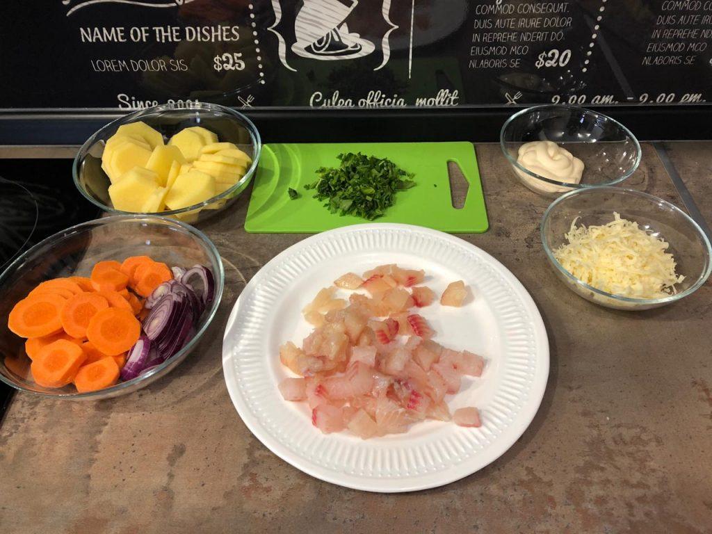 Фото рецепта - Запеканка из тилапии с овощами под сырной корочкой - шаг 2