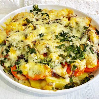 Запеканка из тилапии с овощами под сырной корочкой - рецепт с фото