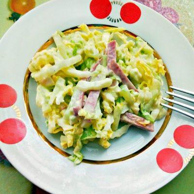 Салат из пекинской капусты с сырокопченой колбасой - рецепт с фото