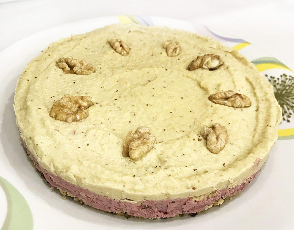 Фото рецепта - Лёгкий орехово-ягодный тортик без выпечки - шаг 7