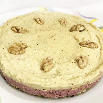 Лёгкий орехово-ягодный тортик без выпечки - рецепт с фото