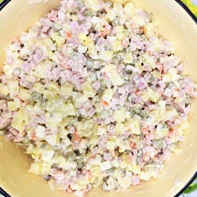 Оливье с колбасой - рецепт с фото