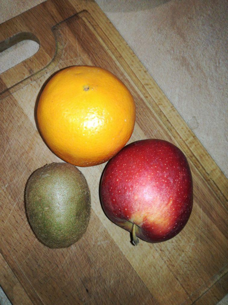 Фото рецепта - Легкий фруктовый салат на завтрак - шаг 1