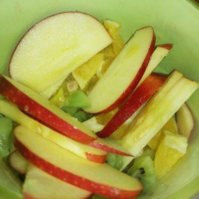 Легкий фруктовый салат на завтрак - рецепт с фото