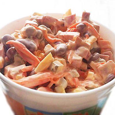 """Салат """"Мужская радость"""" с колбасой и корейской морковью - рецепт с фото"""