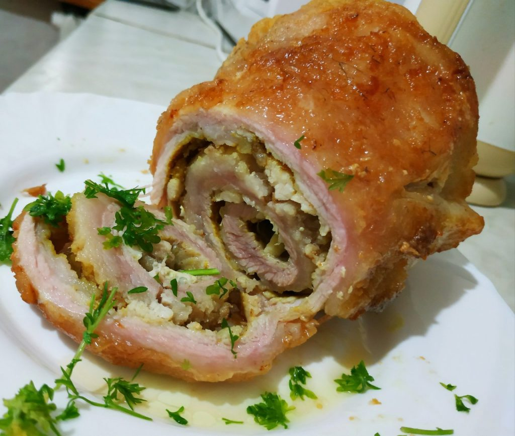 Фото рецепта - Рулет из сала с куриным филе - шаг 6