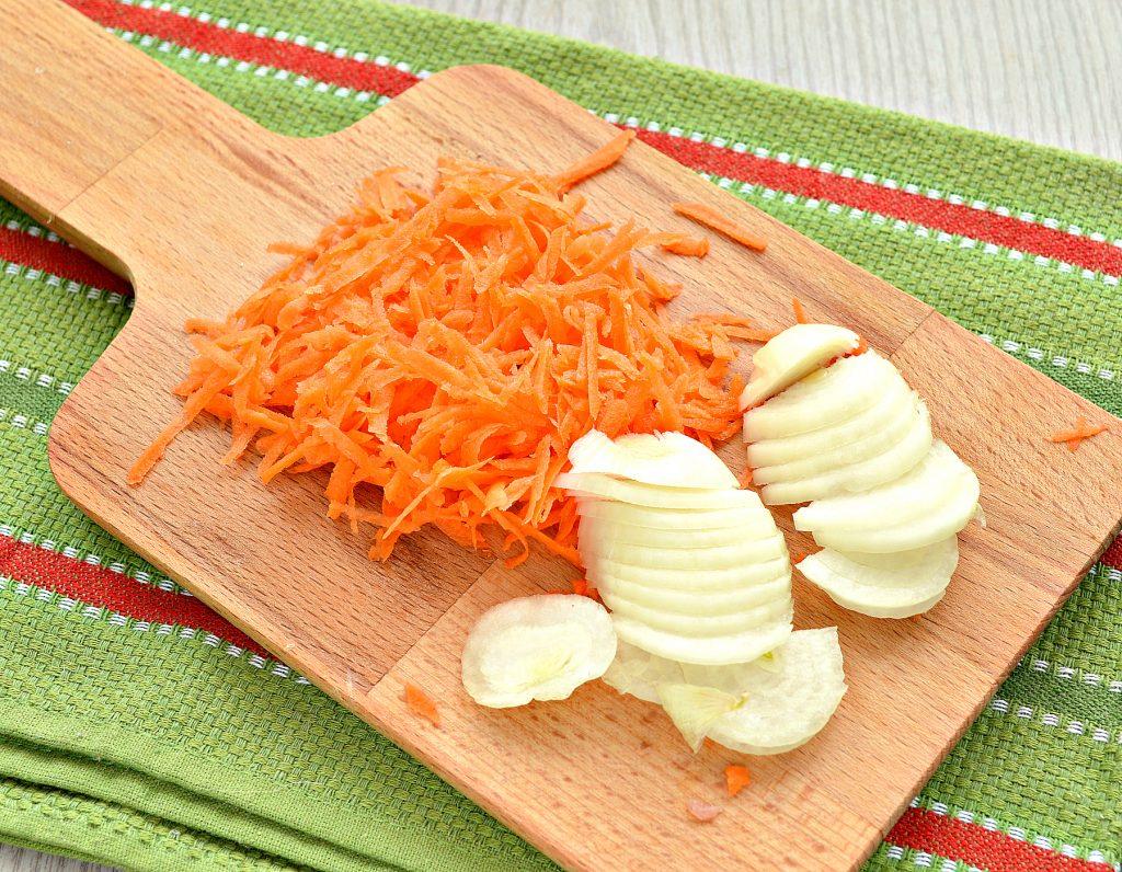 Фото рецепта - Свинина, запеченная с картофелем под майонезом - шаг 2