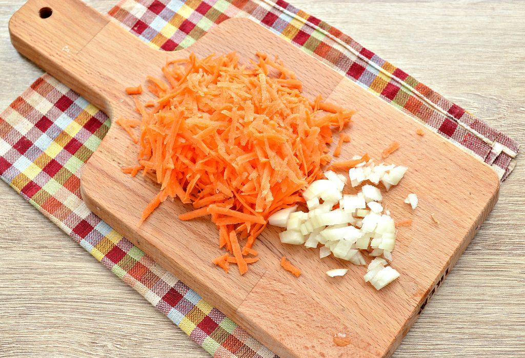 Фото рецепта - Свинина с гречкой и овощами в кастрюле - шаг 2