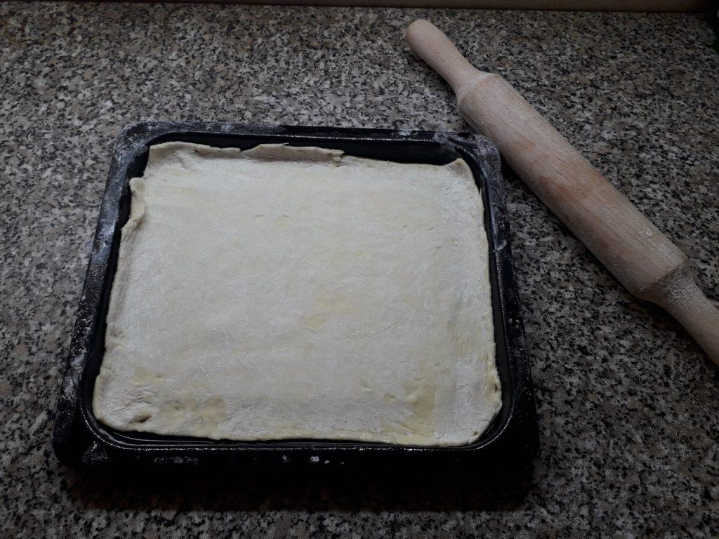 """Фото рецепта - Домашняя пицца """"Обжорка"""" с огурчиками и помидорами - шаг 1"""