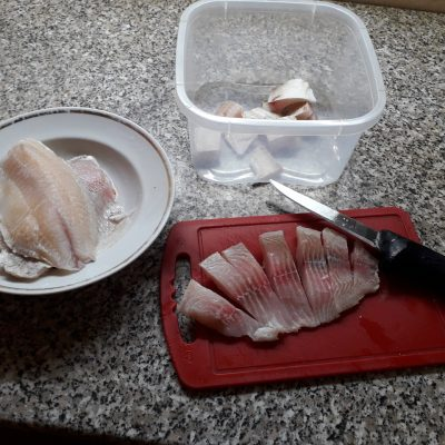 Фото рецепта - Рыбное филе минтая и тилапии в кляре - шаг 1