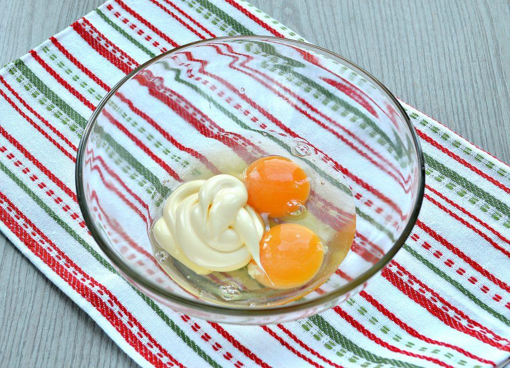 Фото рецепта - Сытный омлет с домашними пельменями - шаг 2