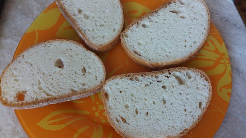 Фото рецепта - Горячие бутерброды с сыром, колбасой и помидорами в микроволновой печи - шаг 4