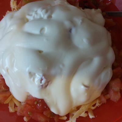 Фото рецепта - Пицца на бездрожжевом тесте с колбасой и сыром - шаг 3