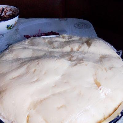 Фото рецепта - Рогалики из дрожжевого теста с повидлом - шаг 1