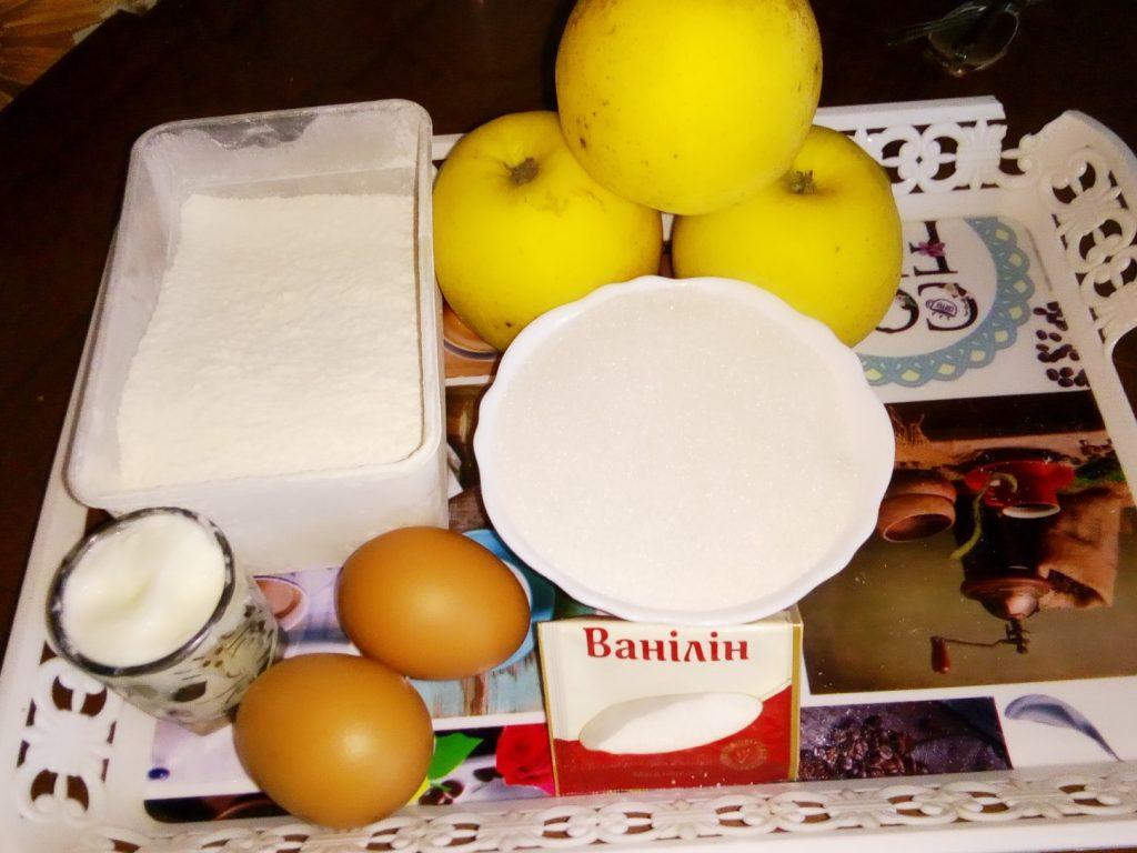 Фото рецепта - Жареные яблоки в яично-кефирном кляре - шаг 1
