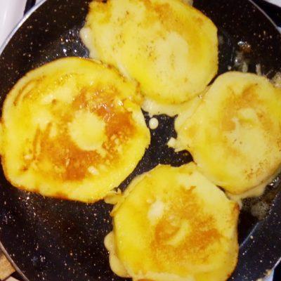 Фото рецепта - Жареные яблоки в яично-кефирном кляре - шаг 5