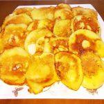 Жареные яблоки в яично-кефирном кляре