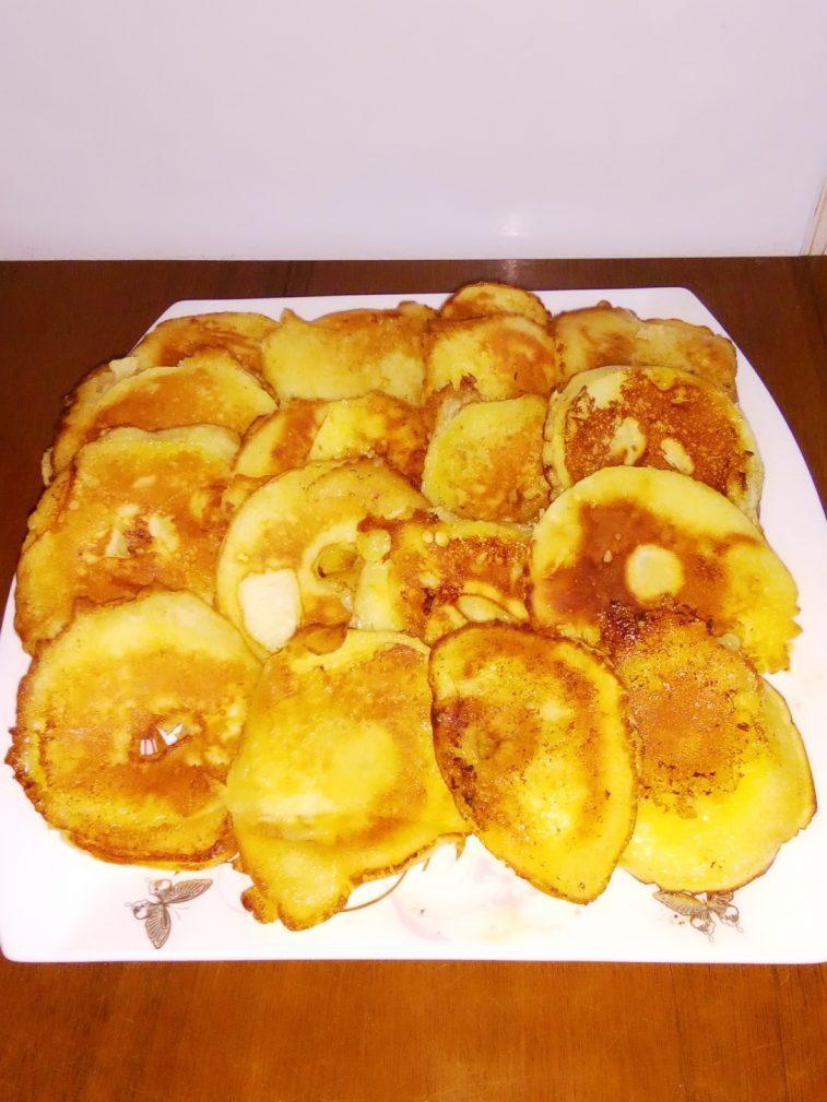 Фото рецепта - Жареные яблоки в яично-кефирном кляре - шаг 6