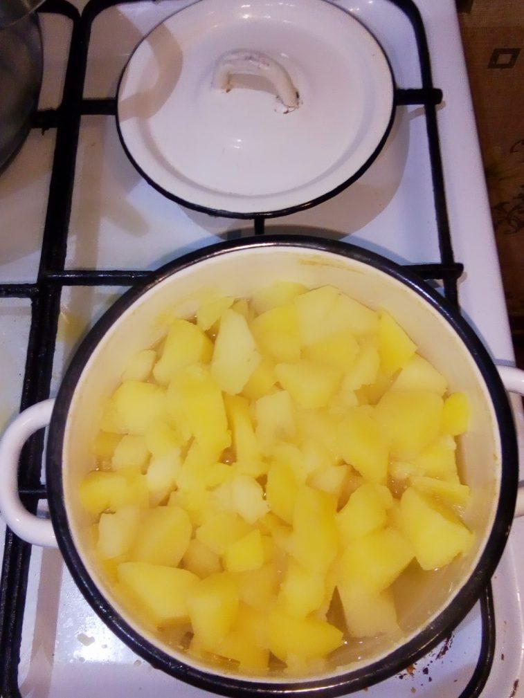 Фото рецепта - Гарнир – картошка по домашнему с луком - шаг 3