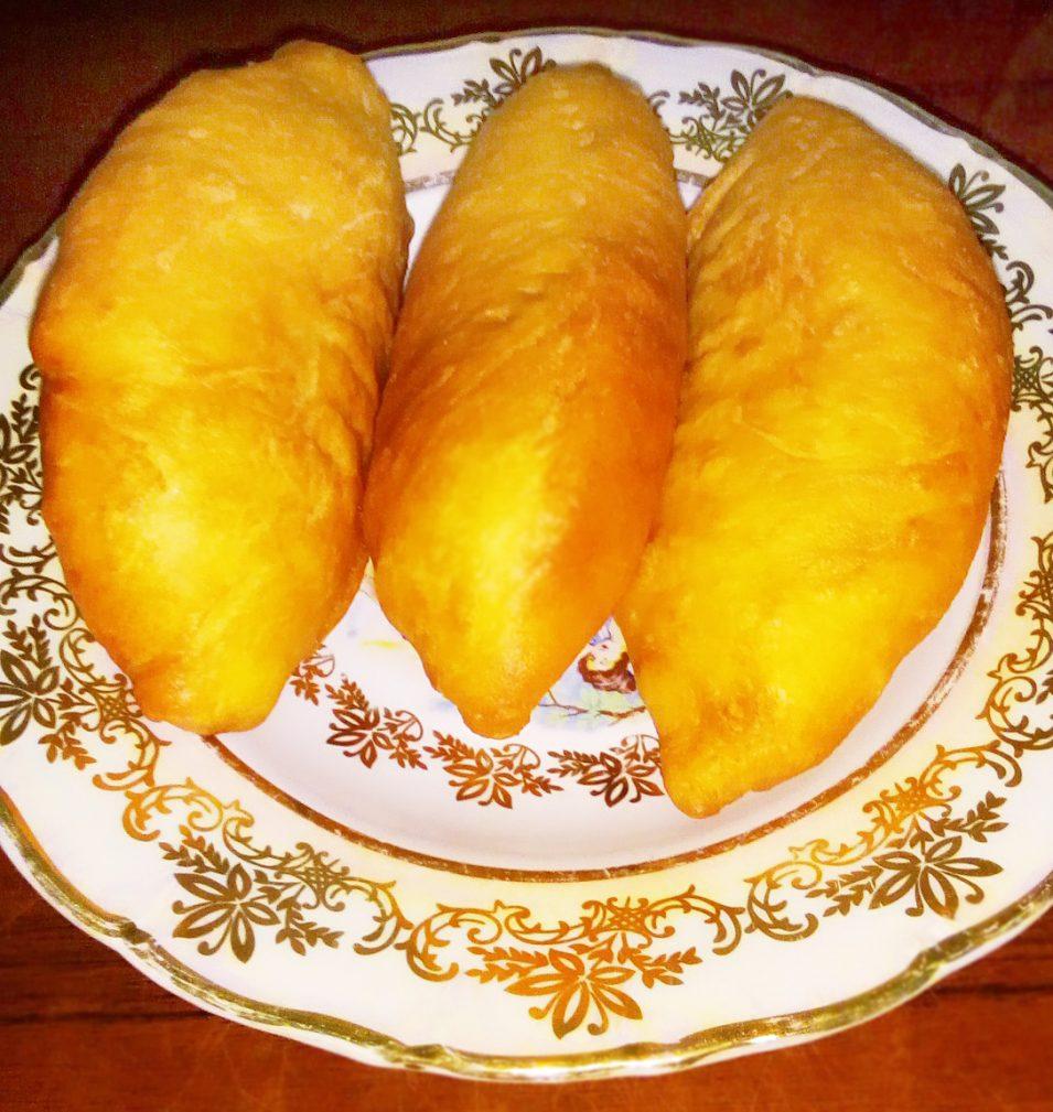 Фото рецепта - Дрожжевые жареные пирожки с квашеной капустой - шаг 5