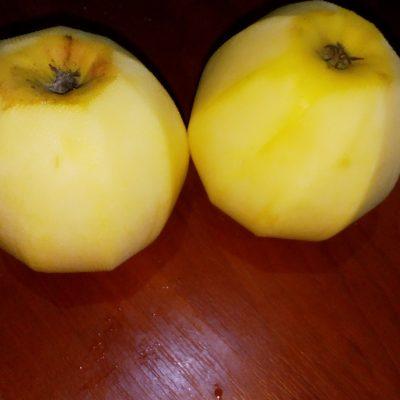 Фото рецепта - Шарлотка с яблоками на кефире - шаг 1