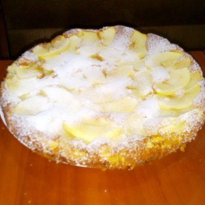 Фото рецепта - Шарлотка с яблоками на кефире - шаг 6