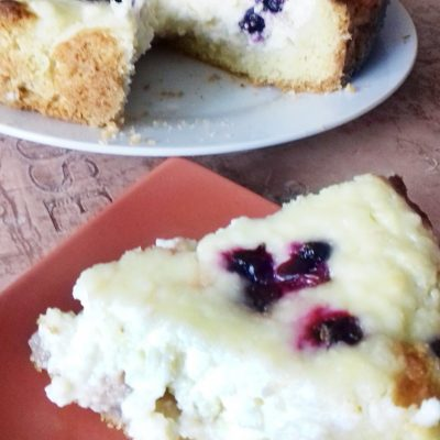 Пирог творожный с ягодами - рецепт с фото