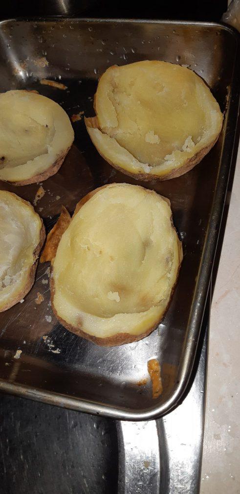 Фото рецепта - Фаршированная картошка, запеченная в духовке - шаг 2