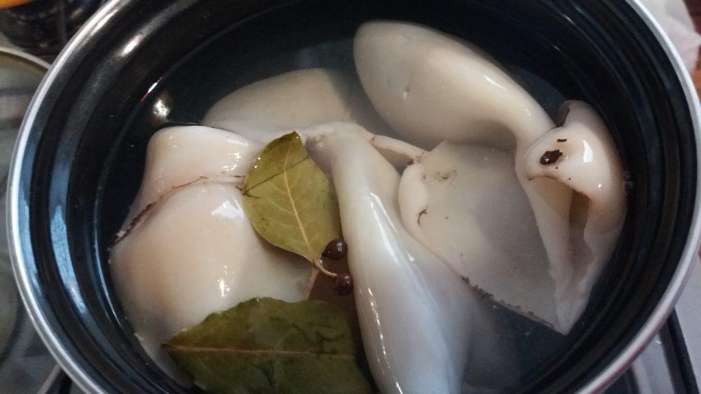Фото рецепта - Кальмары, фаршированные грибами, сыром и яйцом - шаг 6